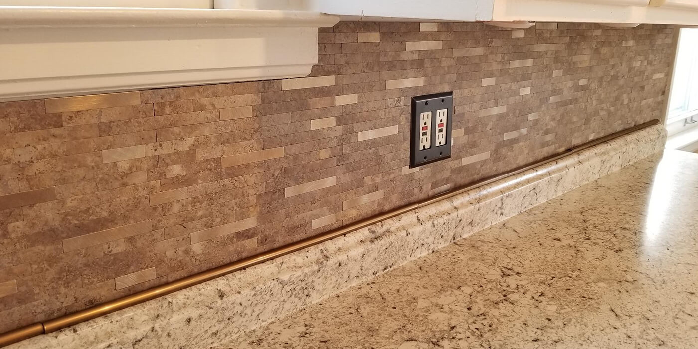 peel and stick stone tile backsplash