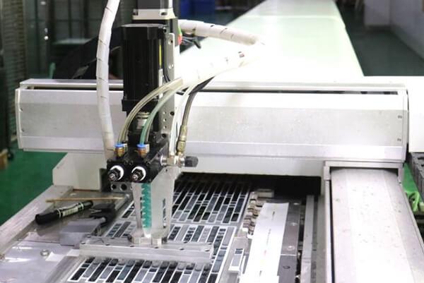 全自動ピール&スティックタイル バックスプラッシュの生産ラインです